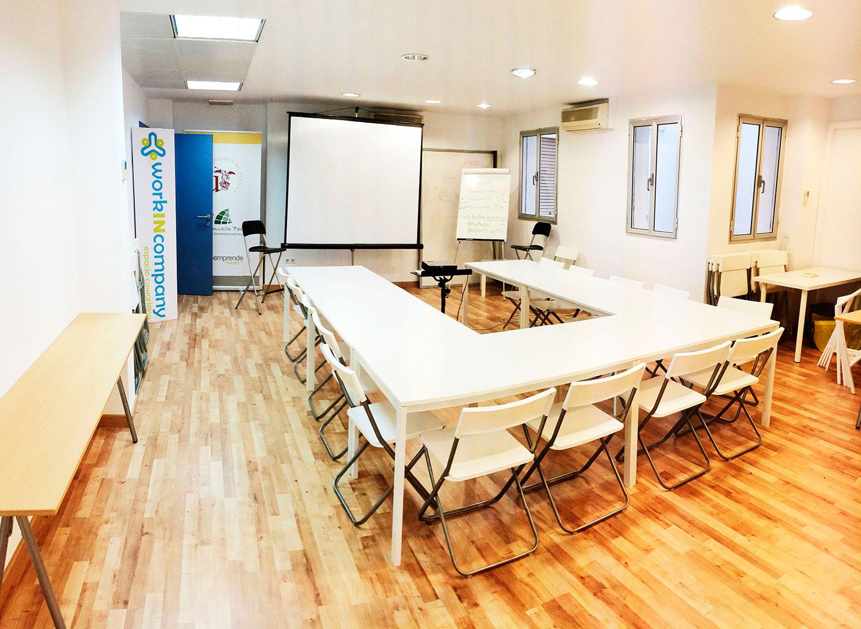 Coworking sevilla workincompany oficina compartida for Sala grande